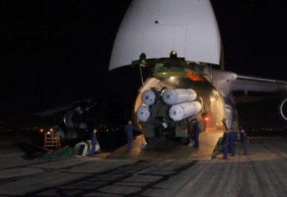 Опубликованы кадры прибытия С-300 в Сирию