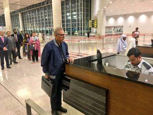 Ариф Алви в аэропорту