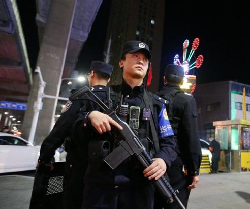 Тысячи полицейских дубинок и сотни электрошокеров – вот что закупает Китай для «переобучения» уйгуров