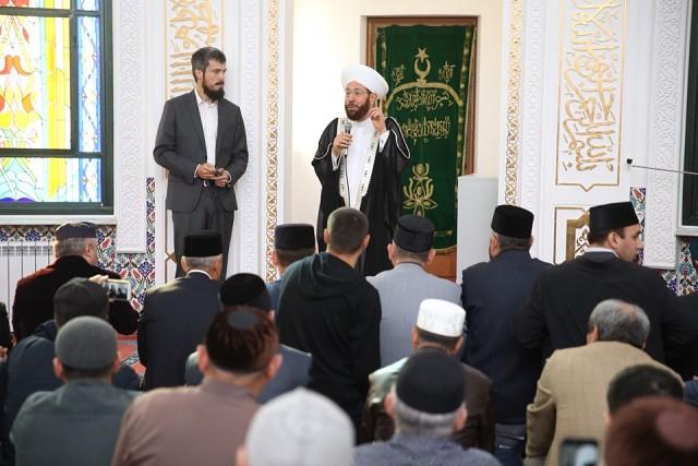 Верховный муфтий Сирии Ахмад Бадр эд-Дин Хассун провел пятничную молитву в Соборной мечети Сургута