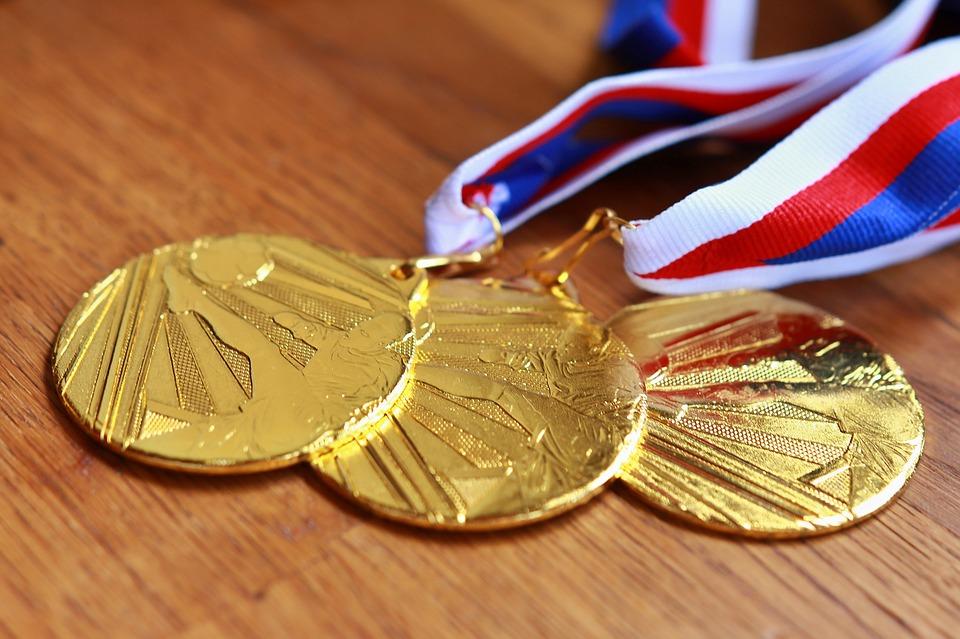 Особенности выбора медалей на заказ в качестве подарка