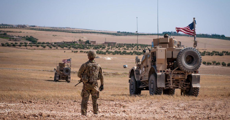 Военнослужащие США около сирийского Манбиджа