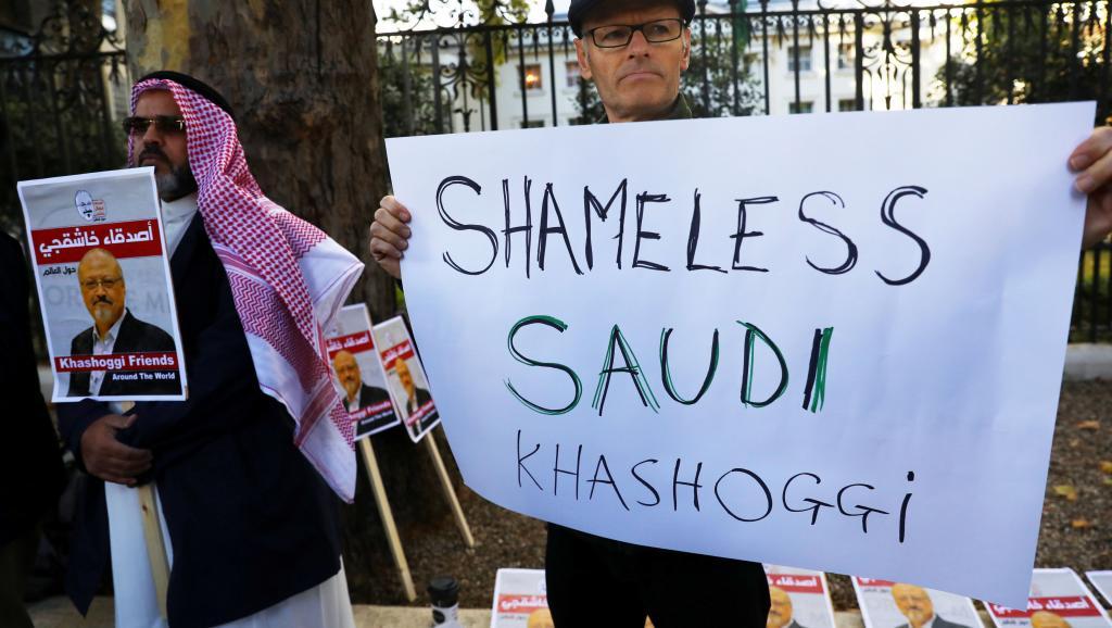 Акция протеста против убийства Джамаля Хашогджи перед посольством Саудовской Аравии в Лондоне, 26 октября 2018 года REUTERS/Simon Dawson