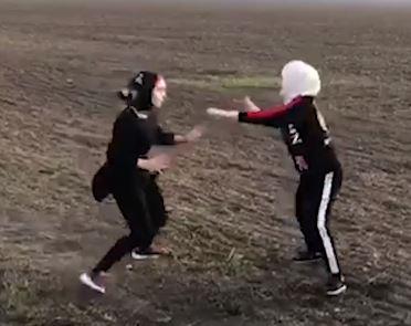 Фатима против Малики. В Чечне прошел первый бой девушек в хиджабах (ВИДЕО)