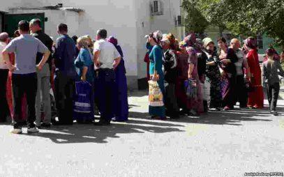 Жители Туркменистана выстроились в очереди за хлебом