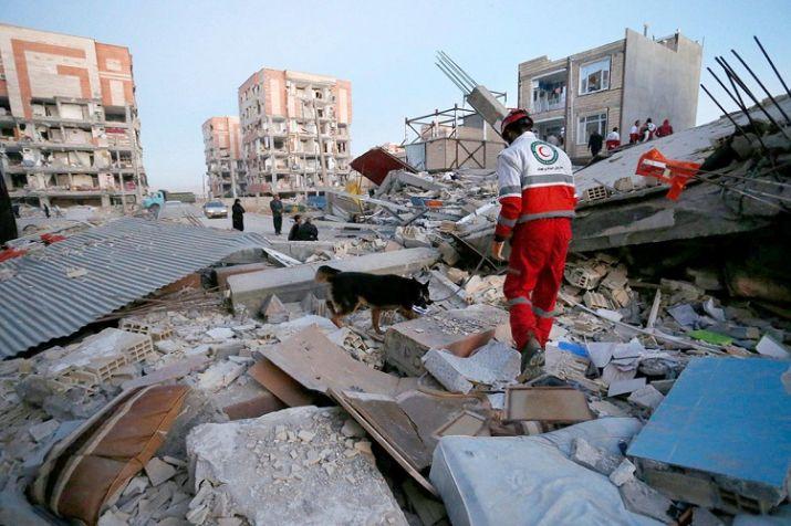 Землетрясение разрушило десятки домов
