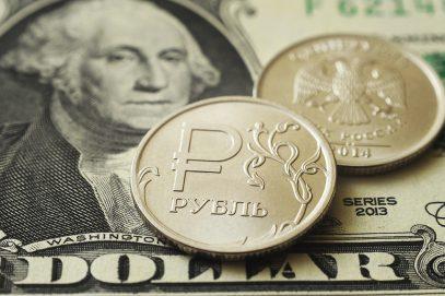 WSJ проанализировала, как Россия борется с долларом