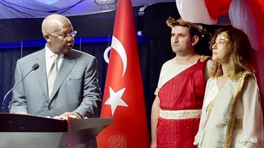 Посол Турции в Уганде Седеф Явузальп на торжественном приёме