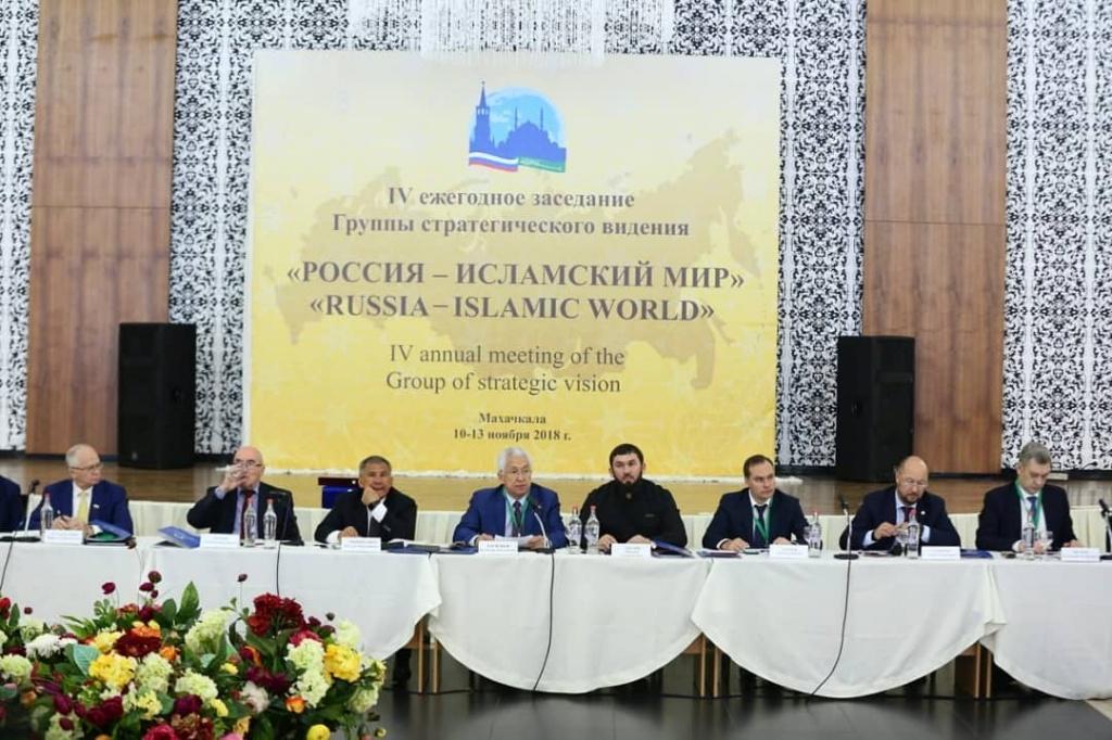 Владимир Васильев: «В Дагестане учитывают положительные практики исламского мира». Фото midag.ru