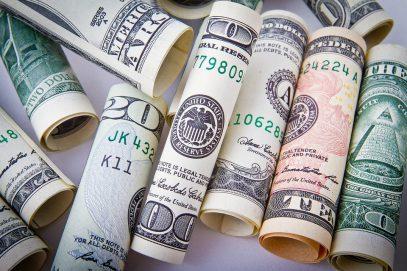 Почему на курсы валют влияет огромное число различных факторов?