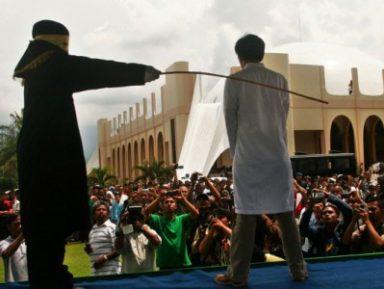 В Саудовской Аравии суд разрешил оскорбленной жене лицезреть унижение мужа