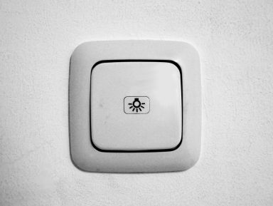 Ретро или футуризм – от чего зависит цена выключателей?