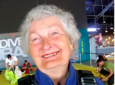 82-летняя бабушка сразила дубайцев наповал экстремальным «предсмертным» поступком