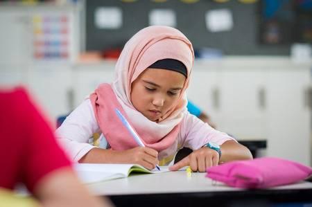 10-летняя мусульманка обнаружила в своих вещах нечто, заставившее обратиться в полицию