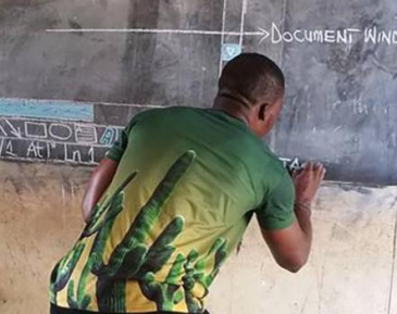 Саудовская мусульманка обрадовала бедного африканского учителя