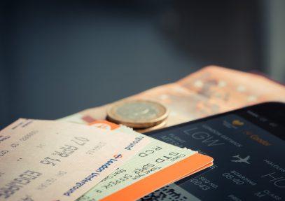 Плюсы выбора и бронирования билетов на самолет в Сети