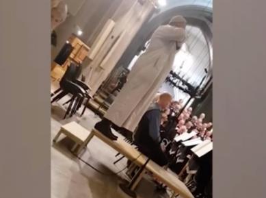 Звучный азан в кафедральном соборе вызвал бурную реакцию (ВИДЕО)