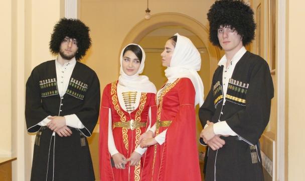 Дагестанские студенты в национальных нарядах