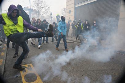 В Париже массовые беспорядки (ФОТО)