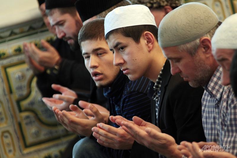 Коллективный намаз в мечети. Фото: АиФ