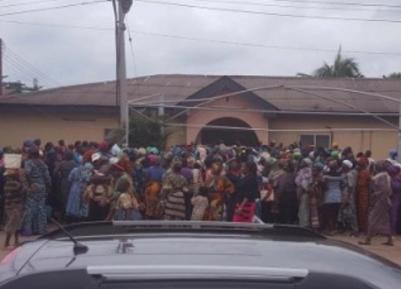 Толпа мусульман ворвалась в церковь – с какой целью?