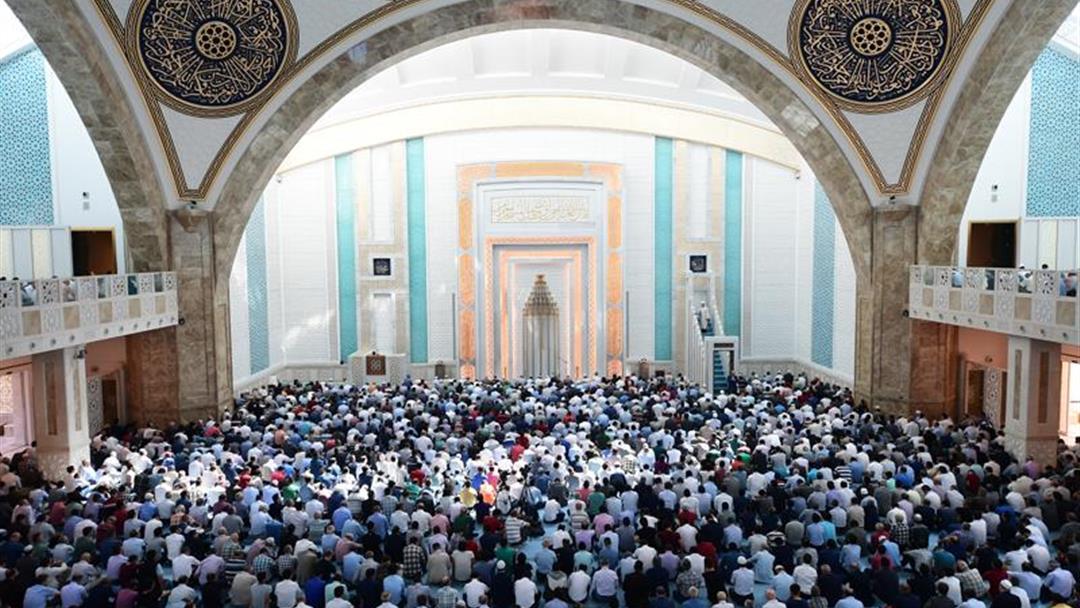 Пятничная проповедь в мечети