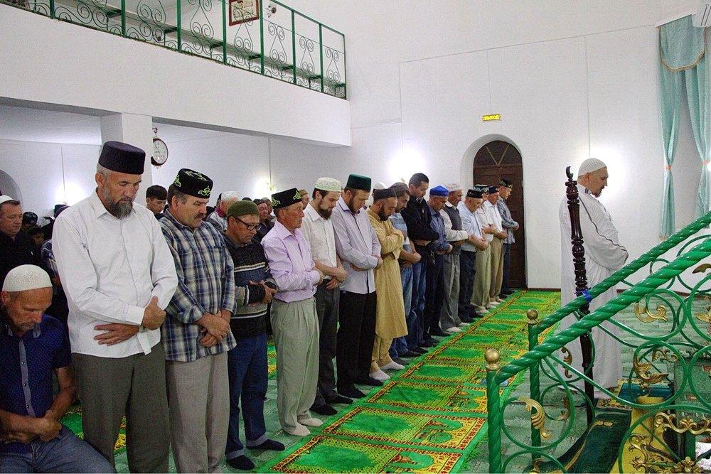 Молитва в саратовской мечети