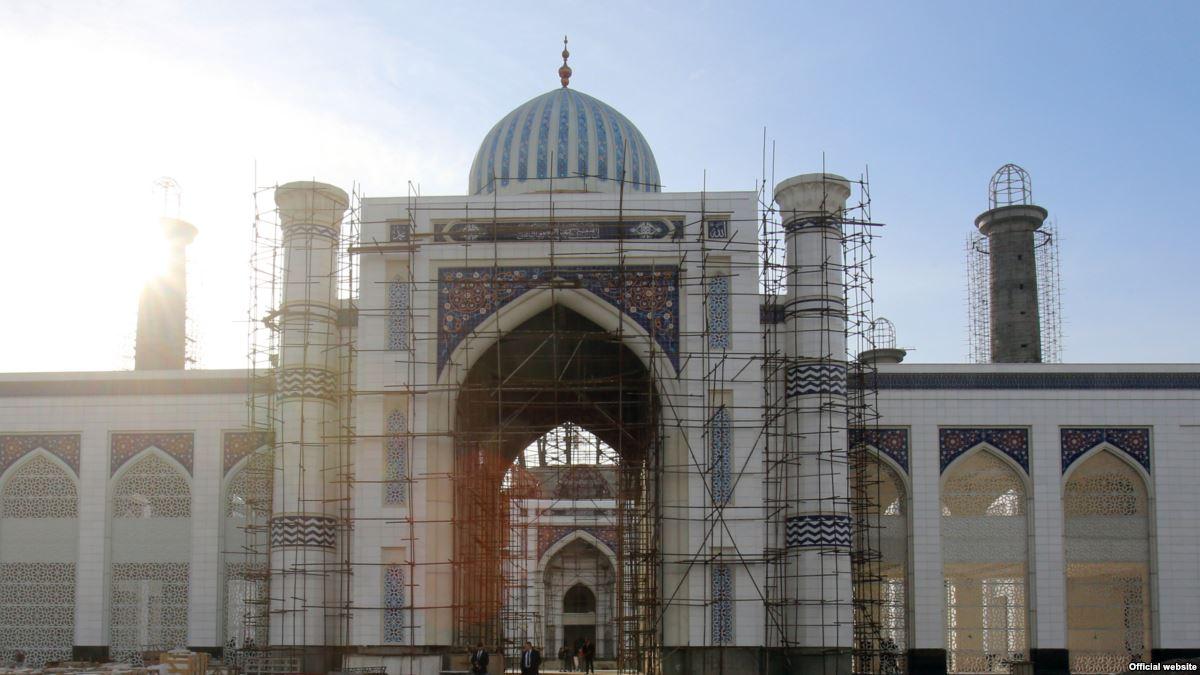 Строящееся здание центральной мечети в Душанбе