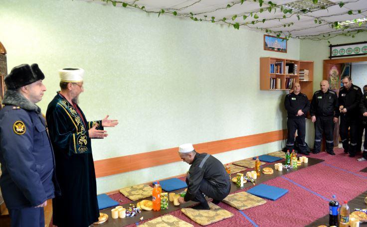 Всех собравшихся поздравили начальник учреждения и имам мусульманской общины
