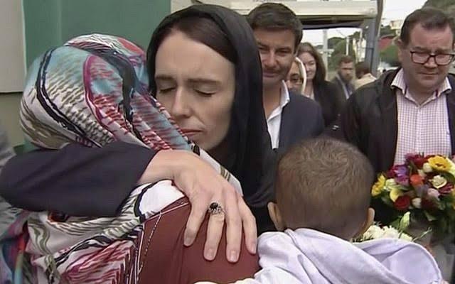 Джасинда Ардрерн пришла поддержать родственников погибших