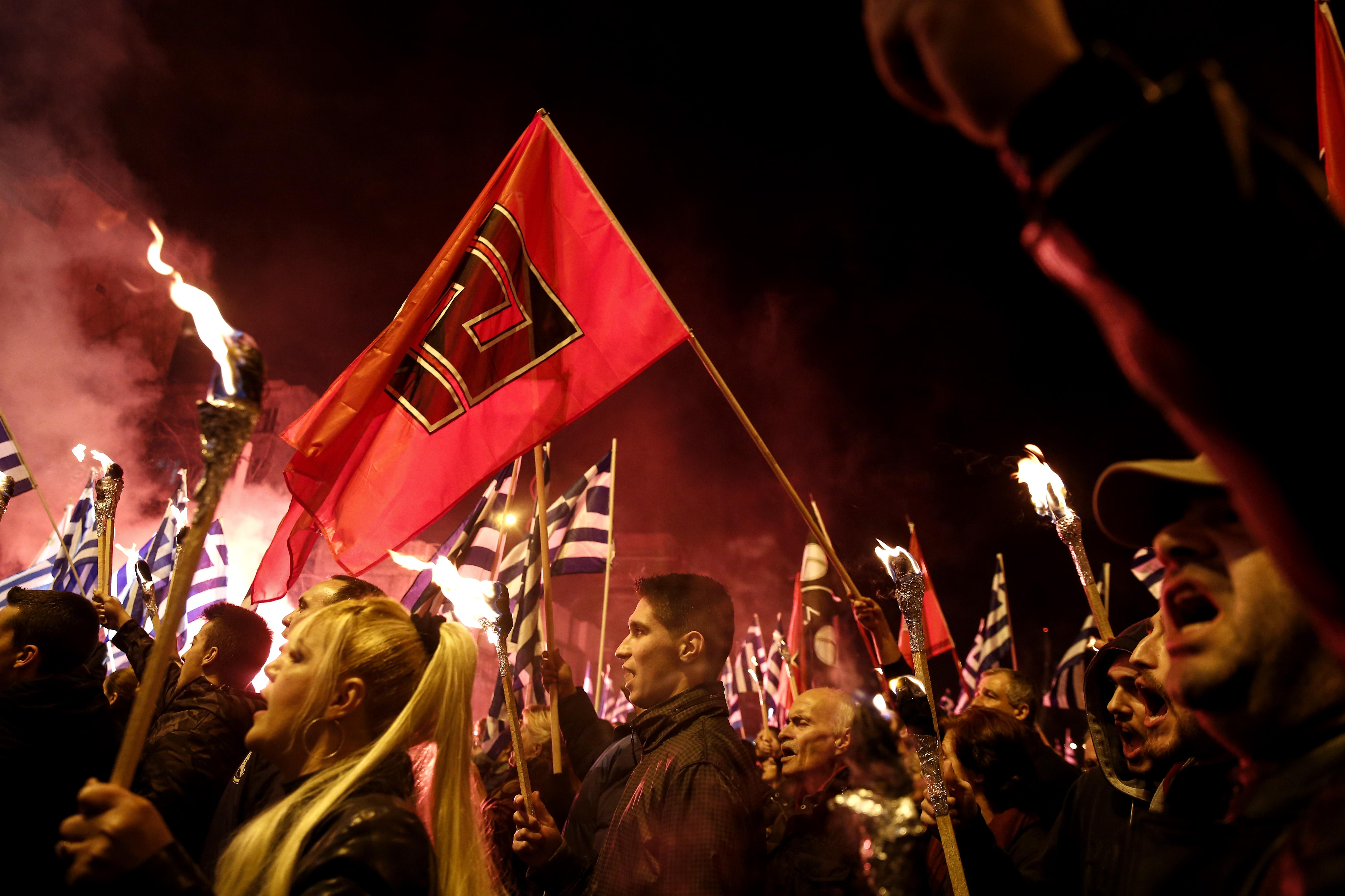Факельное шествие националистов в Германии