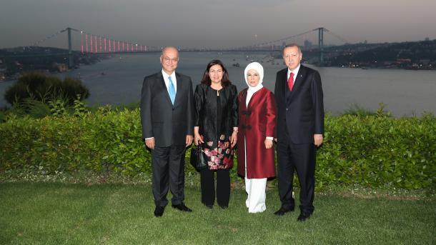 Президенты Ирака и Турции со своими супругами