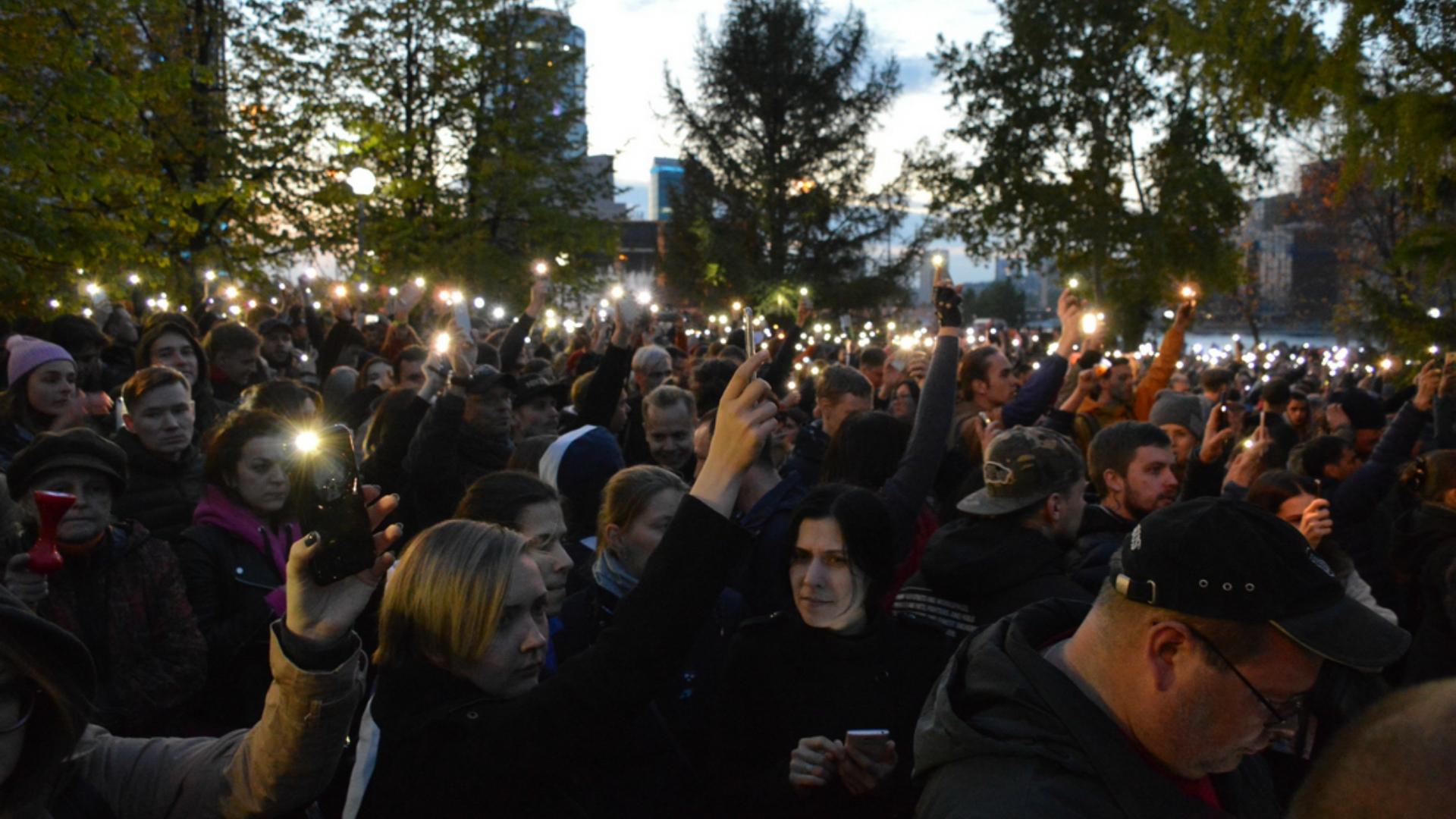 Участники акции против храма