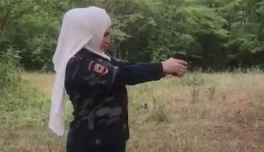 В Чечне обещали разобраться со стреляющей блогершей (ВИДЕО)