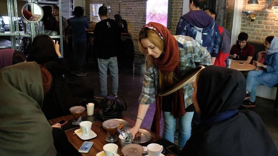 Посетители иранского рестора