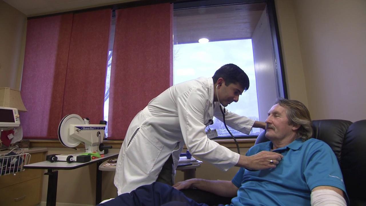 Д-р Аяз с пациентом