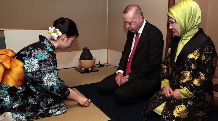 Супругов Эрдоган встречают по-японски
