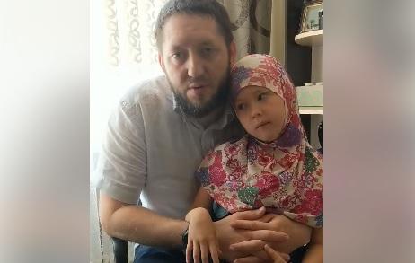 Имам Ибрагим Ахметов и его дочь Ясмина