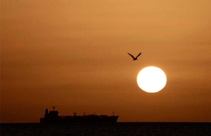 Иран объяснил взятие на буксир танкера из ОАЭ