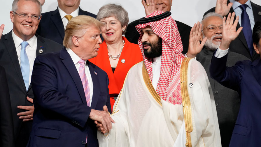 Рукопожатие Дональда Трампа и Мухаммада бен Салмана