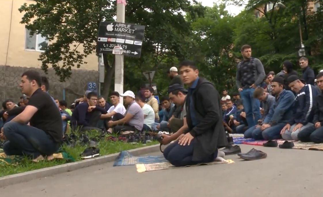 Пятничная молитва во Владивостоке