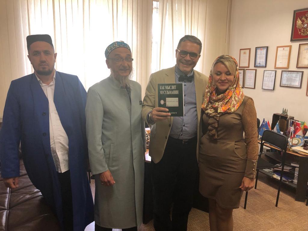 На встрече также присутствовали член президиума муфтията Суфия Таминдарова и заммуфтия Мамаюсаф хазрат