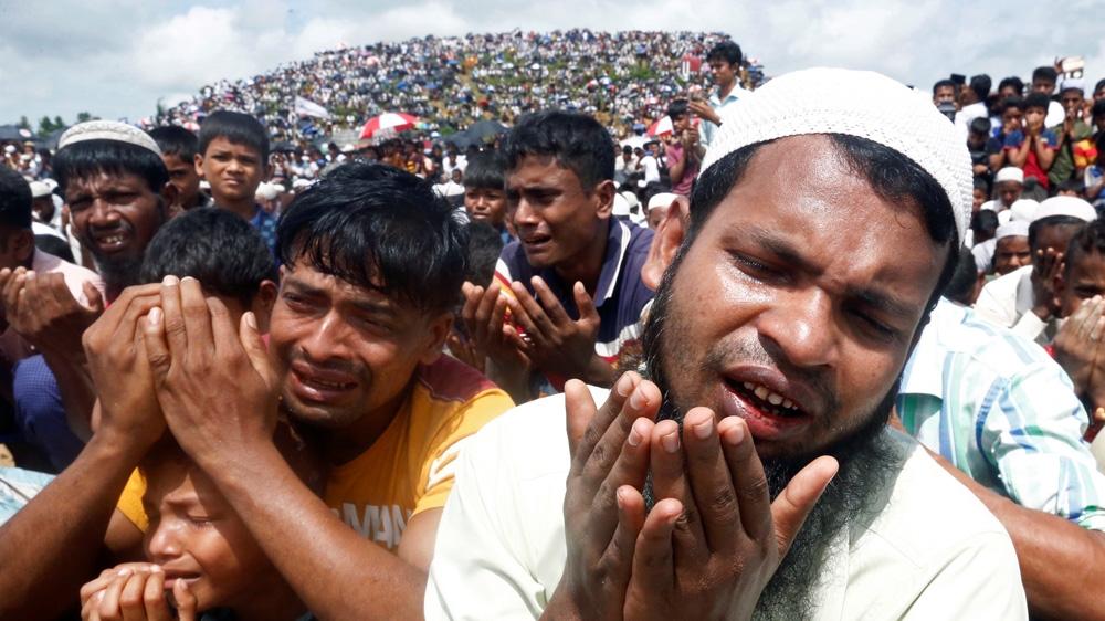 Мусульмане рохинья обращаются с коллективной мольбой-дуа об облегчении своего положения