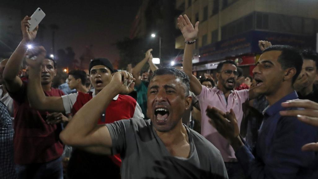 Египтяне выходят на улицы