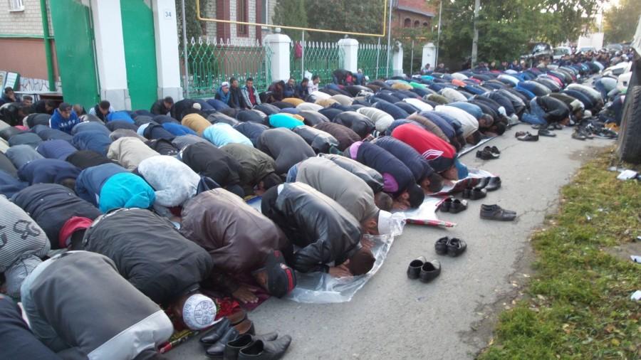 Власти Екатеринбурга организовали мусульманам мечеть под открытым небом
