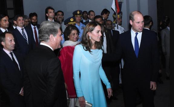 Кадры прибытия принца Уильяма и Кейт в Пакистан