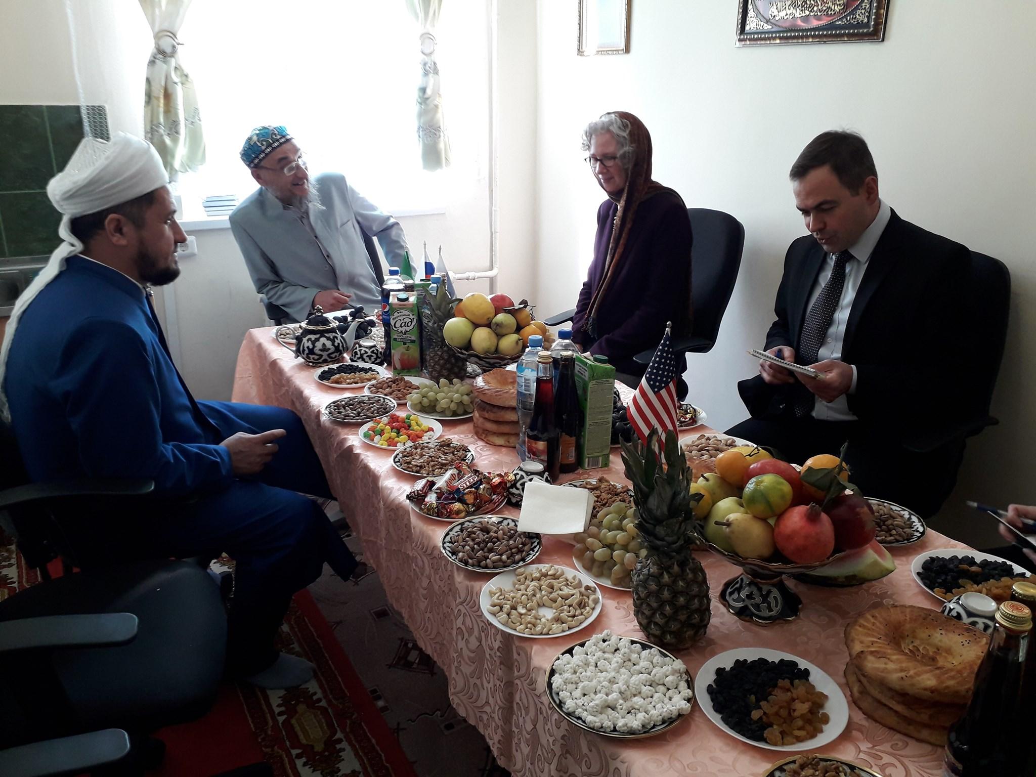 Американских гостей тепло встретили в муфтияте