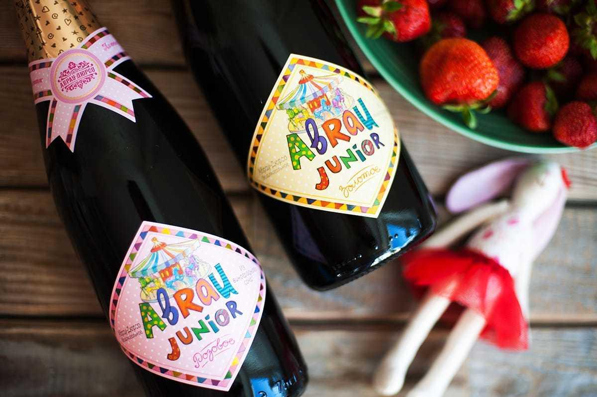 Бутылки некоторых марок детского шампанского максимально приближена к его взрослому