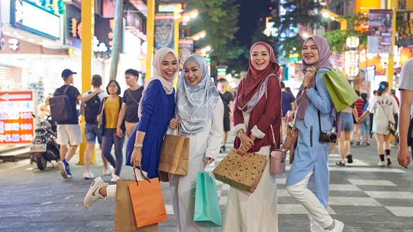 Мусульманки на улице Тайпея