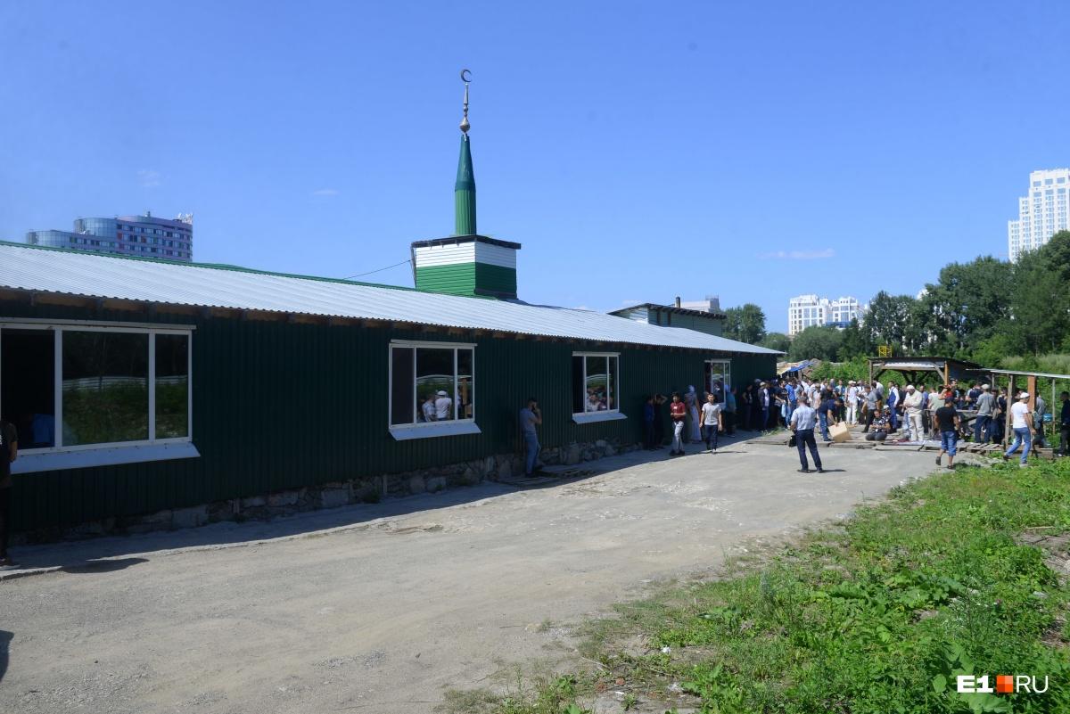 Временная мечеть Нур-Усман